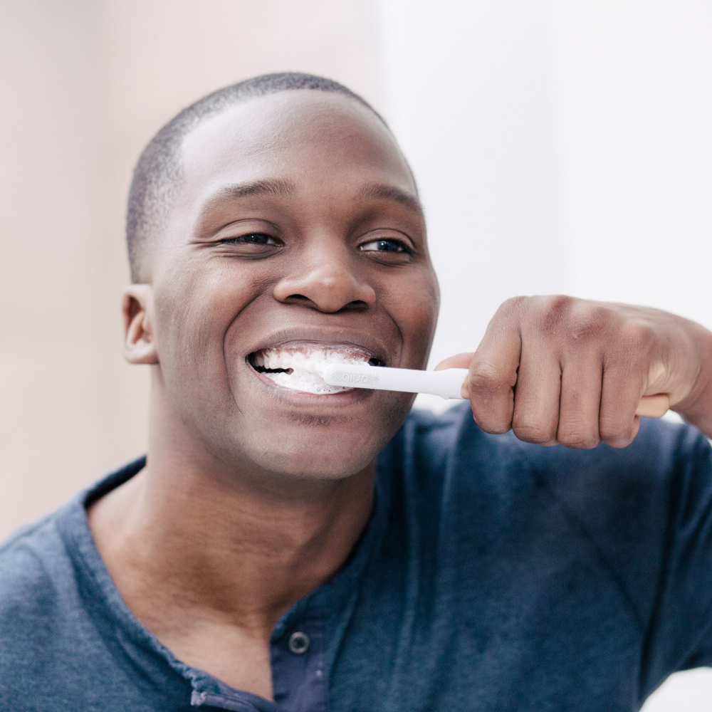 Generic-dentist_SMM_man-brushing-teeth-4